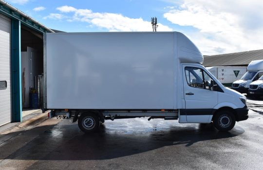 SIDE OF WHITE MERCEDES BENZ SPRINTER 313 LWB LUTON BOX T/LIFT