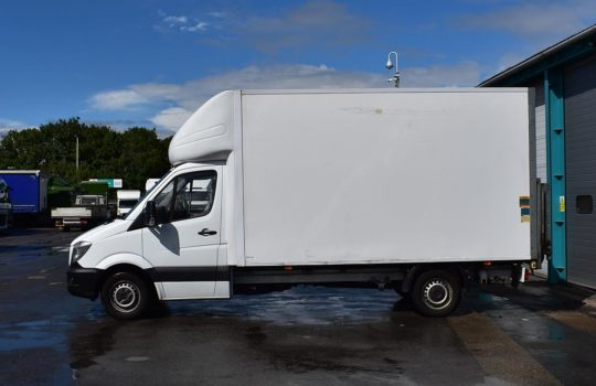 USED WHITE MERCEDES BENZ SPRINTER 313 LWB LUTON BOX T/LIFT