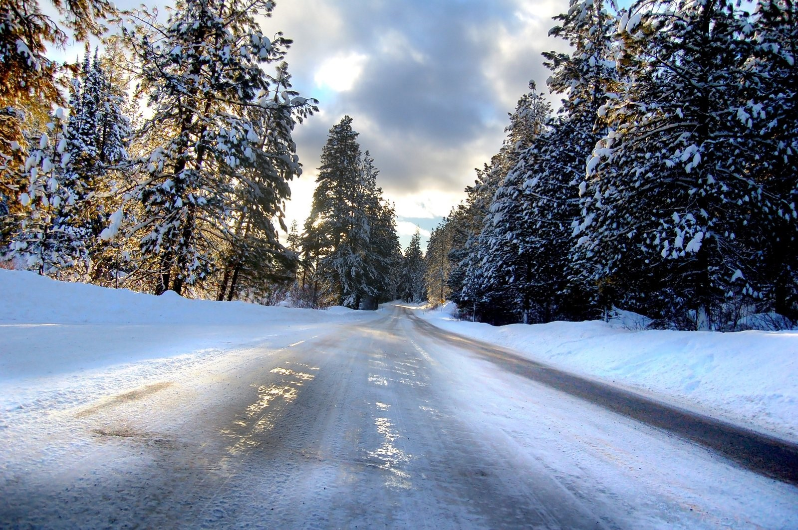 Truck drivers, winter driving tips, icy road trucks
